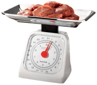 Pedaços de carne sobre a balança